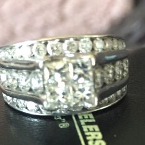 Beautiful white gold diamond 3 carat ring